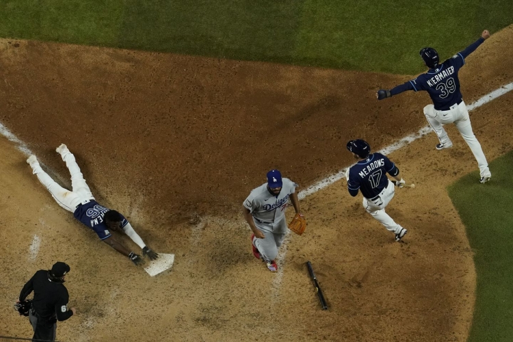 World Series Game 4 shows why baseball is beautiful