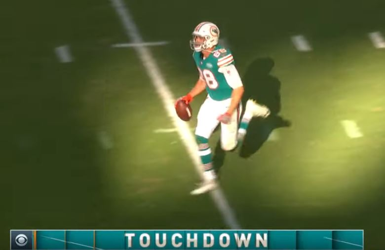 Dolphins tigh tend Mike Gesicki scored two touchdowns before suffering an injury.